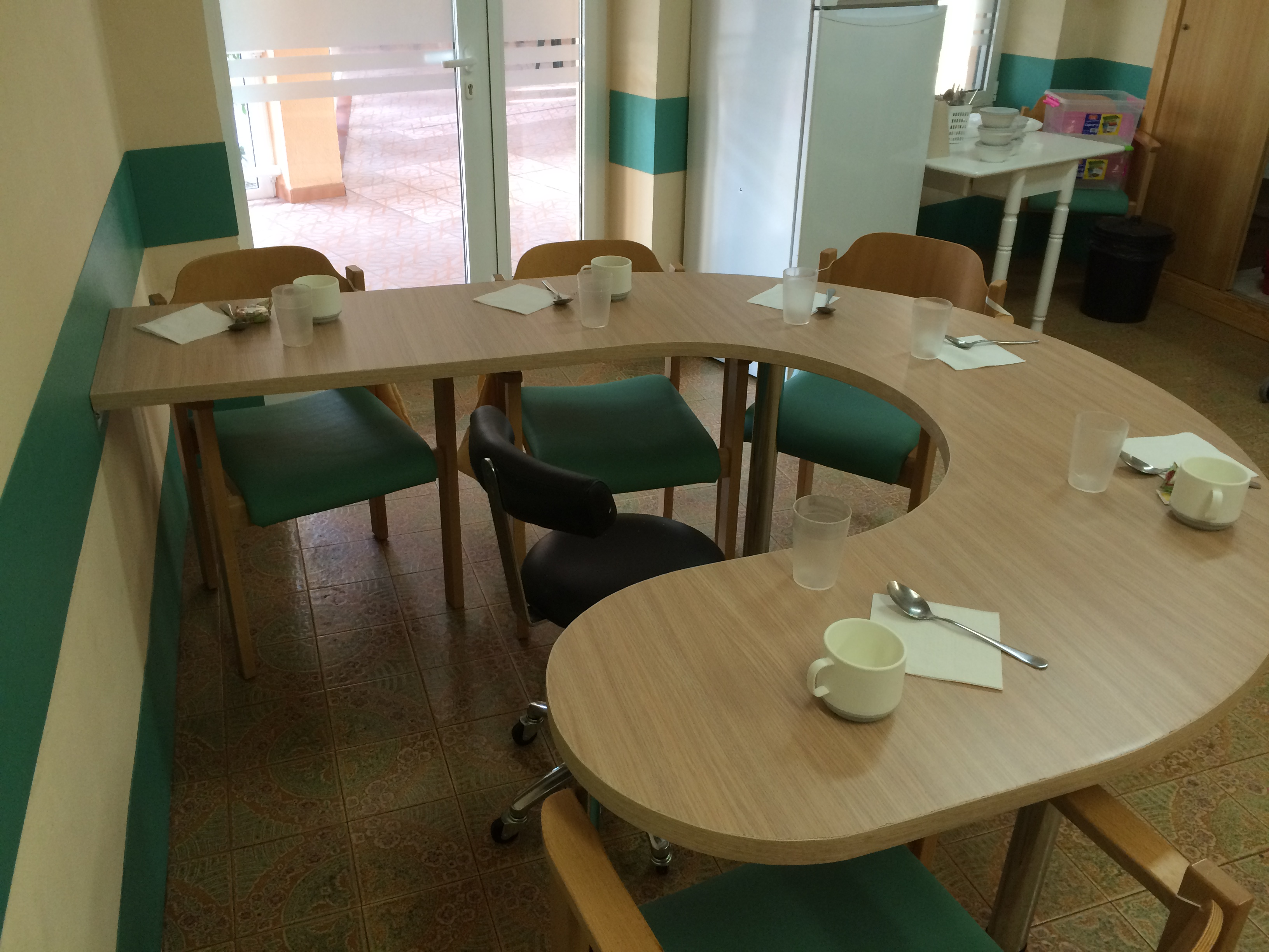 Auxiliares la importancia de su trabajo y la nueva mesa for Mesas de comer