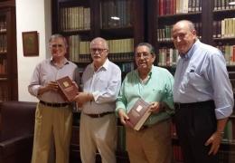 El Ayuntamiento de Valencia entrega detalle protocolario a la biblioteca del Casino de Agricultura