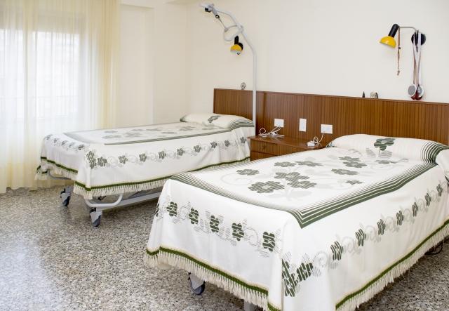 Alojamiento en habitación individual ó doble.